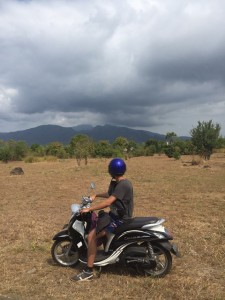 Scooter y monte Agung